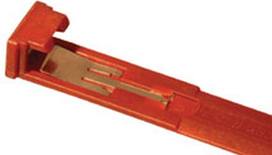 Bottom edge of L-shaped locking strip for DVD cases