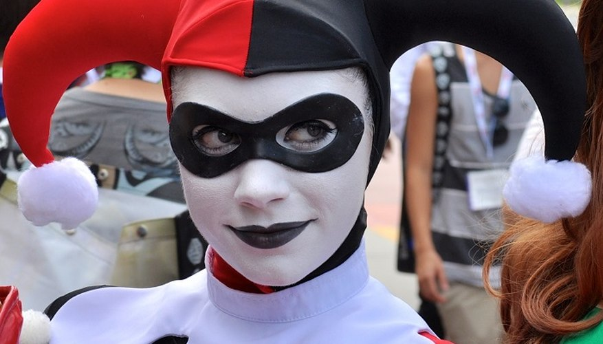 Style yourself as Gotham City villainess Harley Quinn.