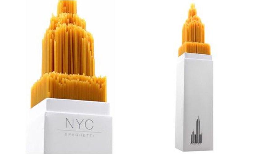 El espíritu italiano está presente en Nueva York con este diseño de envoltorio de espaguetis.