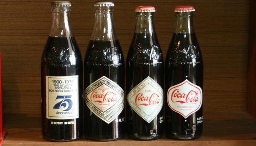 Botellas de bebida cola.