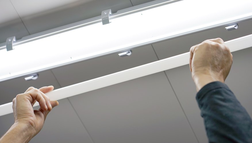 How Does The Condenser In A Fluorescent Lamp Work