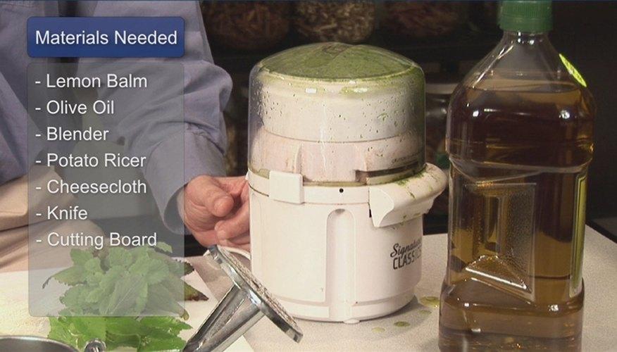 How to Make Lemon Balm Oil