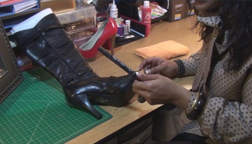 How to Remove Scratches From Leather Shoes