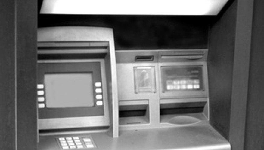 La tarjeta para cajero automático es principalmente para hacer transacciones en cajeros automáticos como retirar dinero.