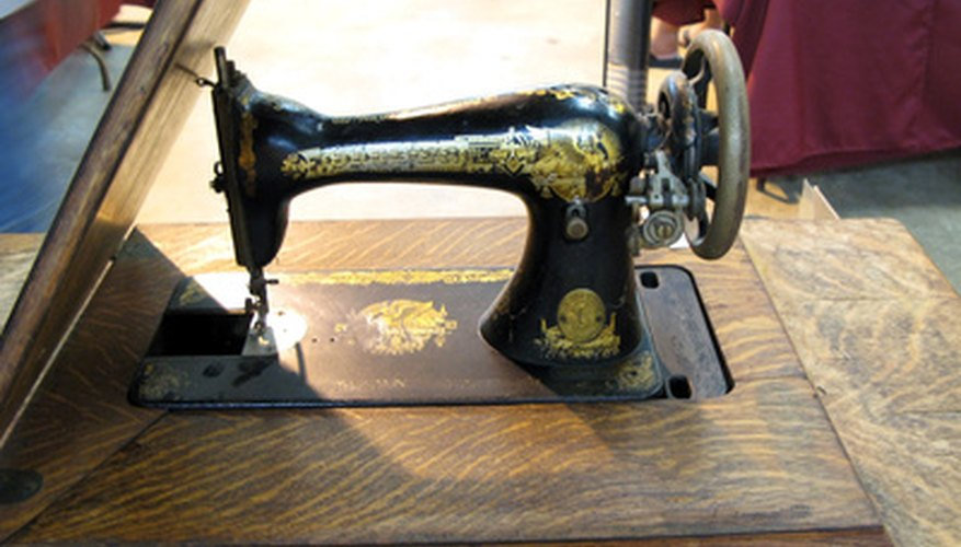 Singer sewing machine with the thin layer of protective shellac over paint.