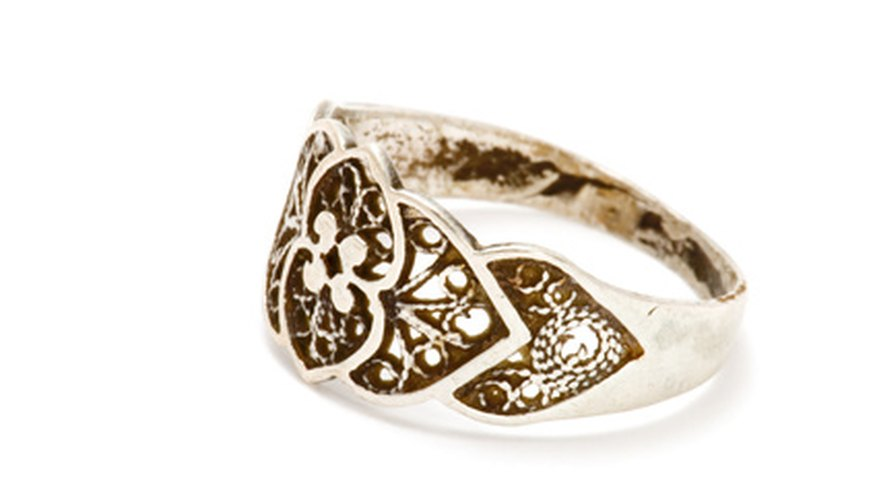 Celebrate an outgoing Master's service with a finely crafted ring.