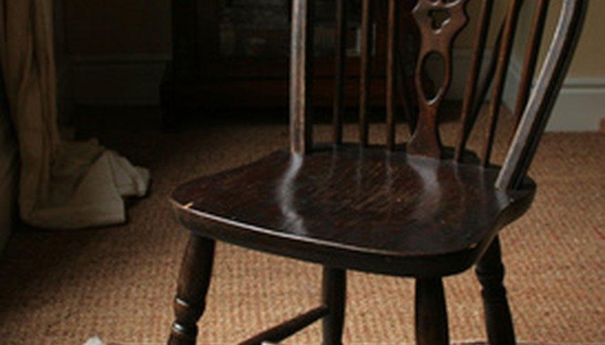 Windsor chairs often had bowed backs.