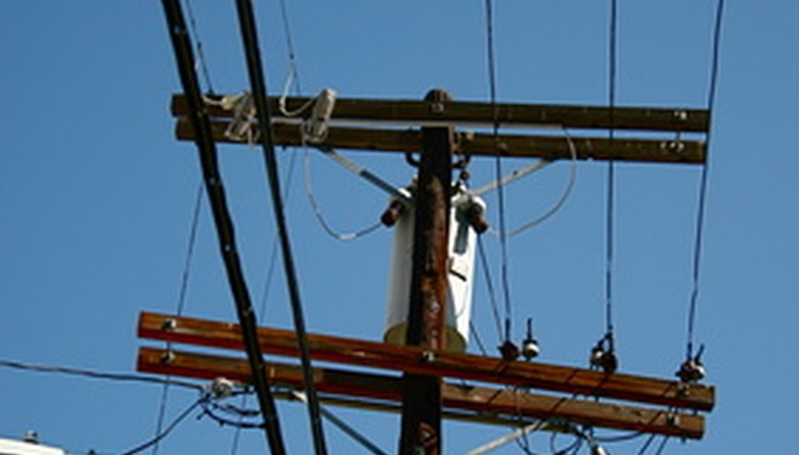 Los postes de teléfono mantienen al mundo conectado.