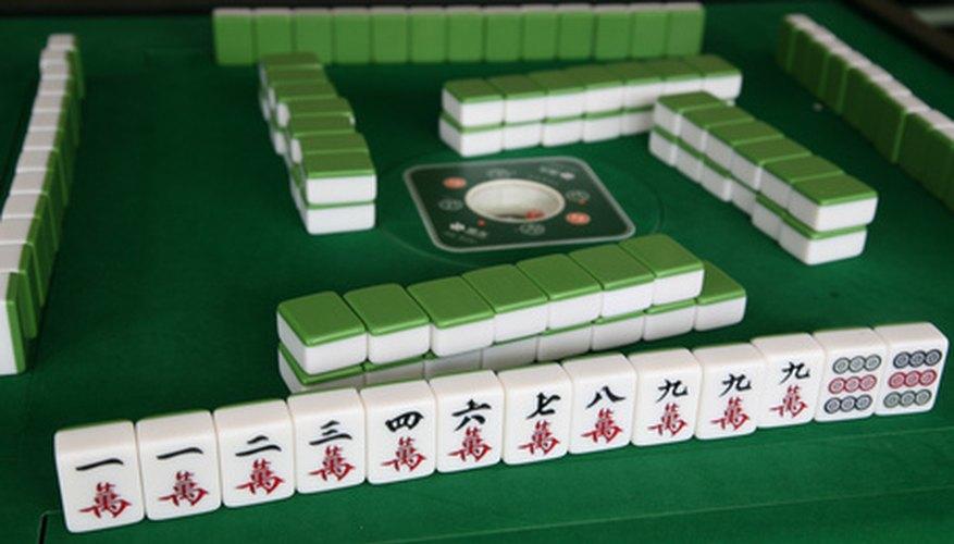 Mahjong games usually precede birthday banquets.
