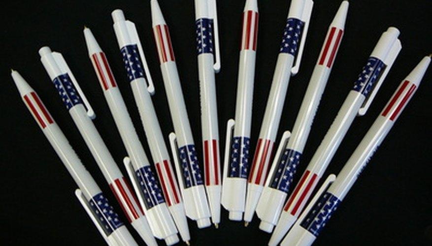 Los obsequios como bolígrafos, llaveros y tazas, son excelentes para promocionar aniversarios de empresas.