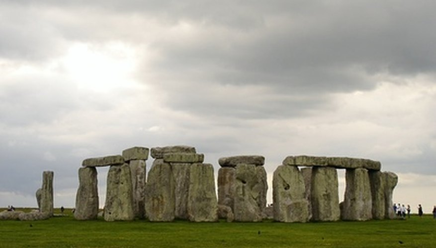 Use an image to create the Stonehenge diorama.