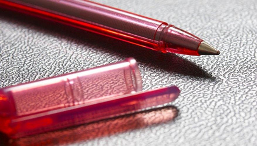 Un bolígrafo viejo tiene muchas partes y posibilidades distintas para usarse en casa.