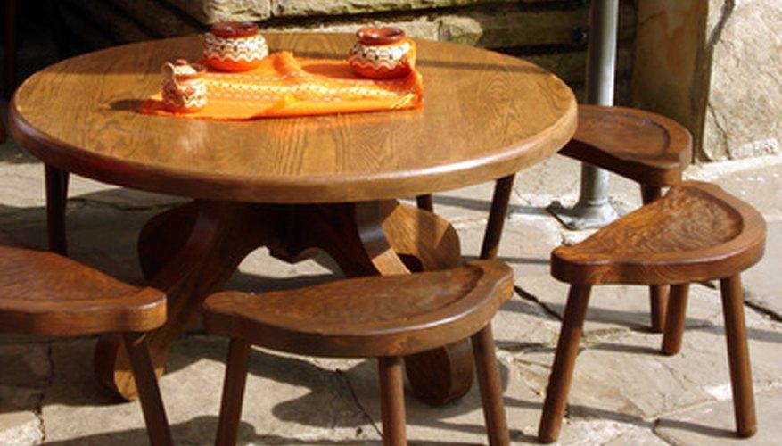 Las mesas de comedor exóticas son excelentes para exhibir sin las sillas.