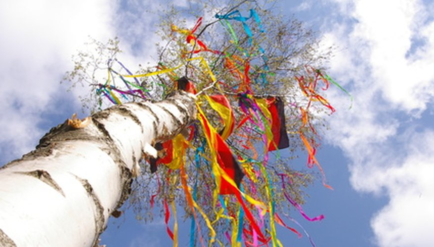 Impress everyone by making a maypole centrepiece yourself.