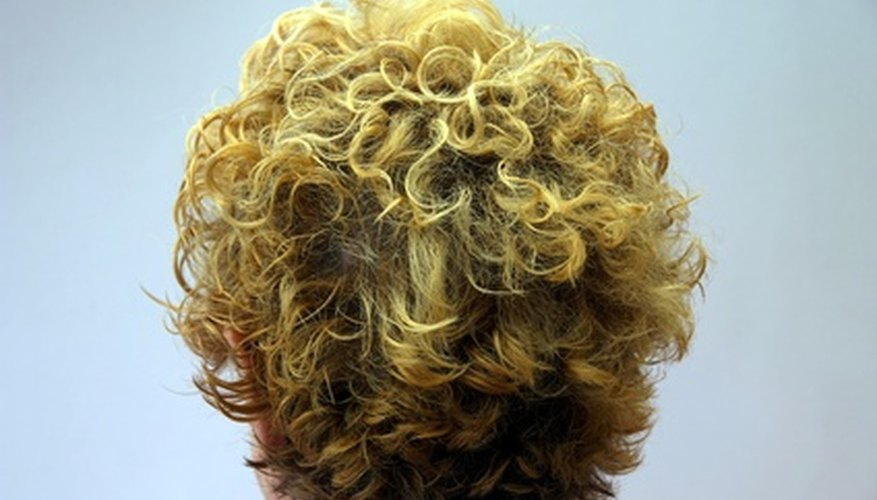 Scrunch and air-dry to form tousled curls.
