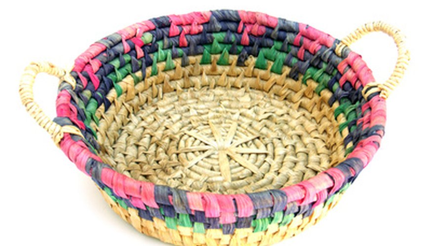 You can make a pretty bowl with dyed raffia.