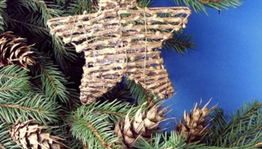 Decorate your tree in a rustic, country theme.
