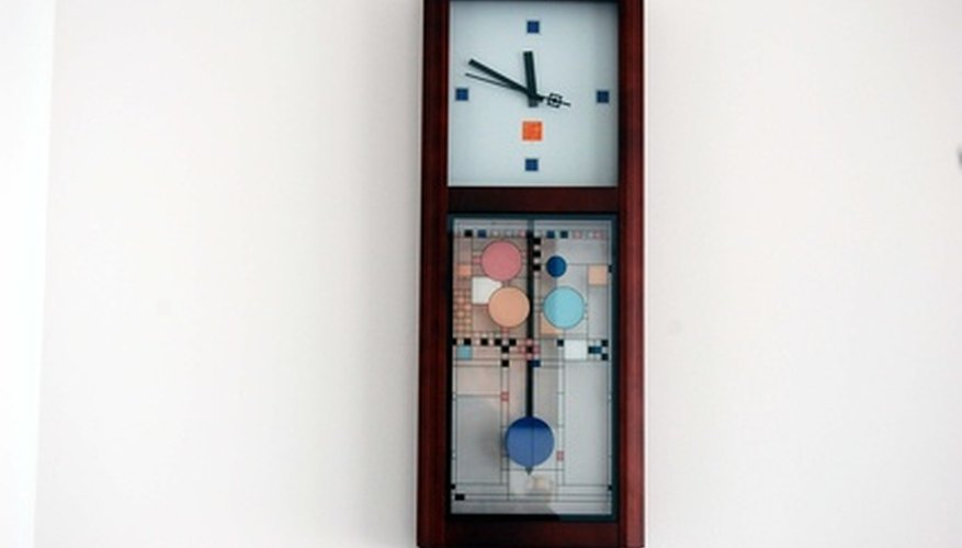 Battery-operated chime clock with pendulum