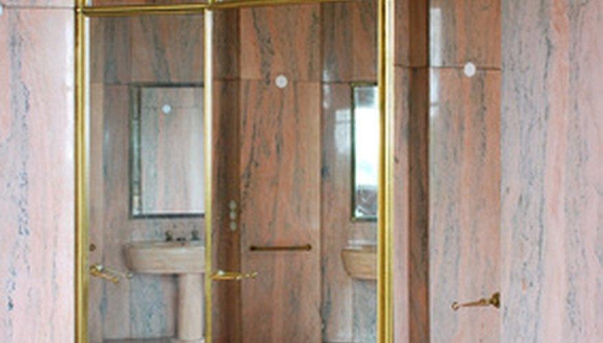 Usa espejos de largo completo para reflejar la energía negativa.