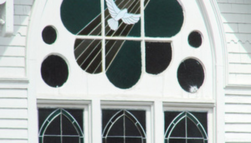 Decora las ventanas de tu local de diferentes maneras.