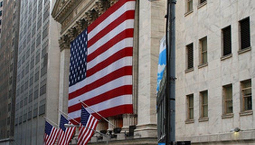 Las bolsas de valores proporcionan un lugar para comprar o vender acciones.