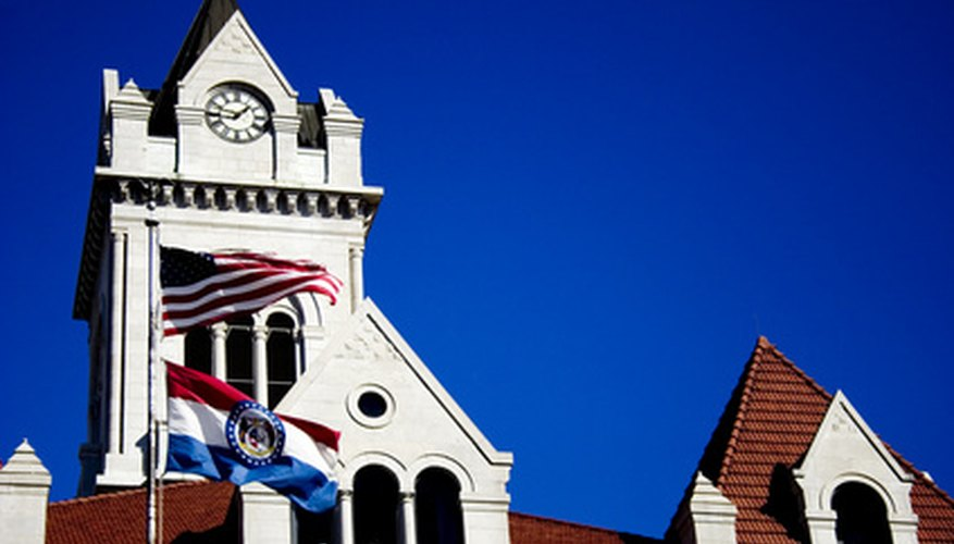 En algunos lugares, los registros comerciales se mantienen en la corte del condado.