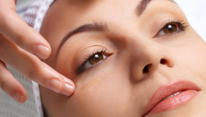 Marine fish collagen is used to treat wrinkles and skin irregularities.