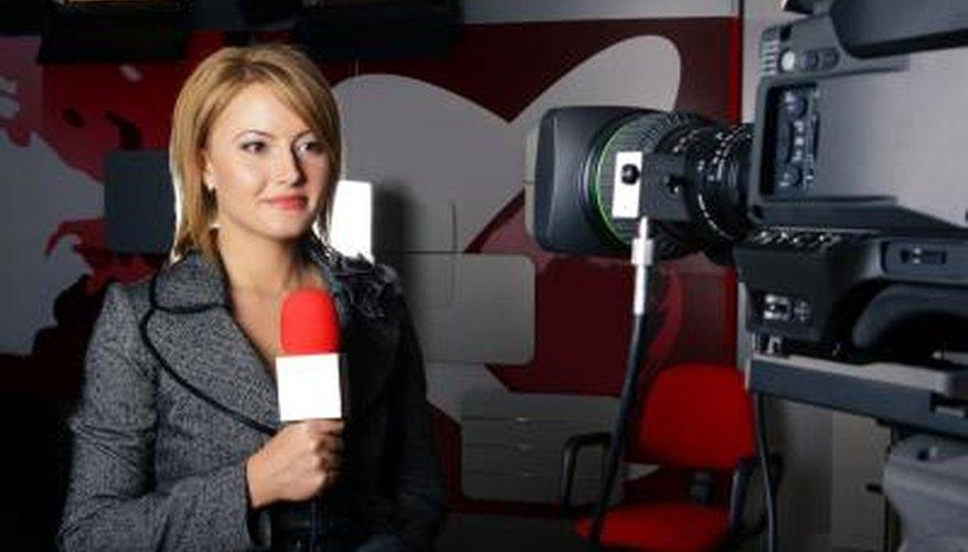 Los periodistas con frecuencia aportan credibilidad a las noticias que emiten.