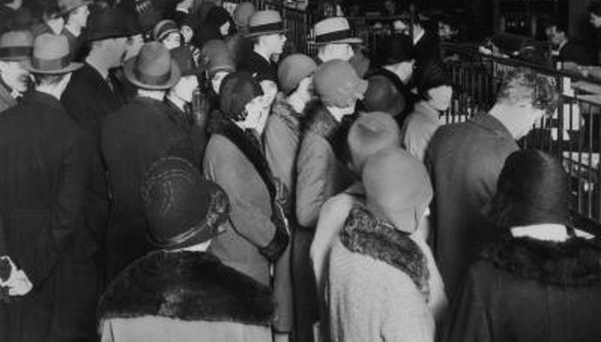 Americans rush to withdraw their savings after the stock market crash of 1929.