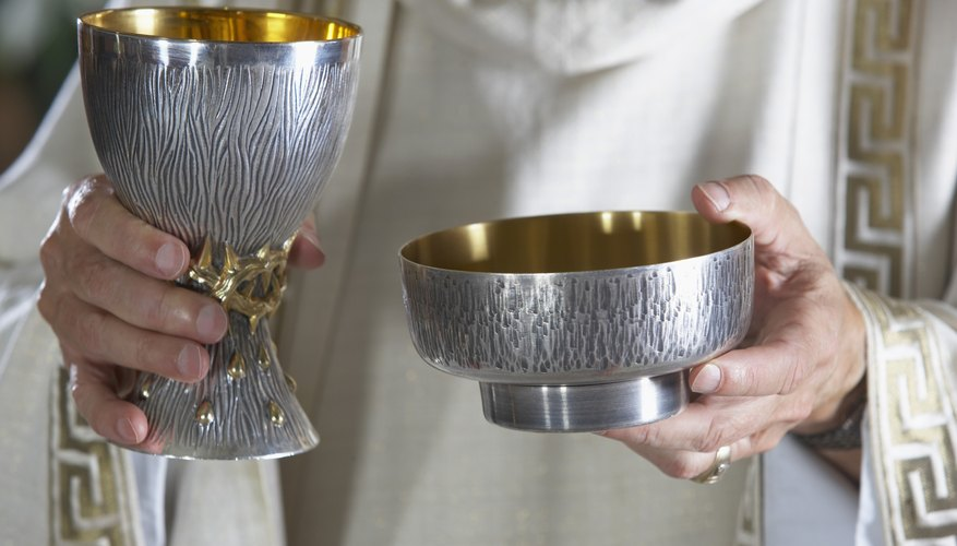 Communion may be casual and self-obtained in an Evangelical church.