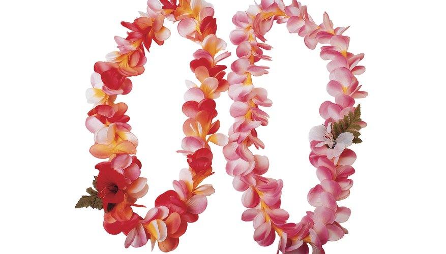 Make Hawaiian garlands from tissue paper.