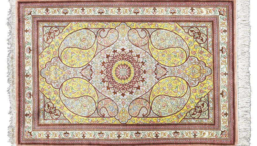Persian carpet patterns are based on traditional arabesques.