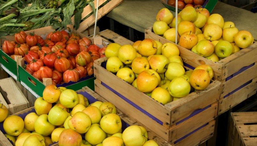 Las frutas y vegetales frescos están ubicados usualmente en la entrada de los supermercados.