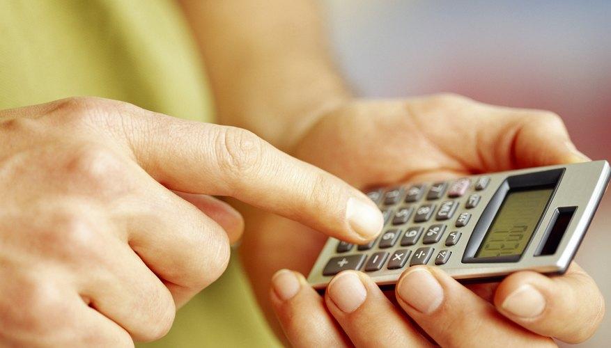Calcula los cargos de financiamiento para el primer mes multiplicando la tasa anual de 8 por ciento (0,08) por el saldo de US$35.000.