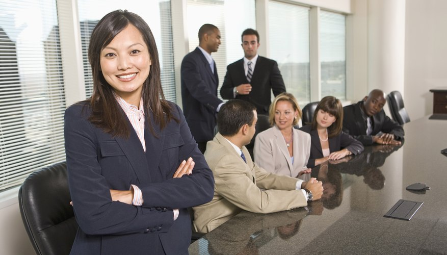 Los investigadores pueden realizar un análisis PEST (Político, Económico, Social y Tecnológico).