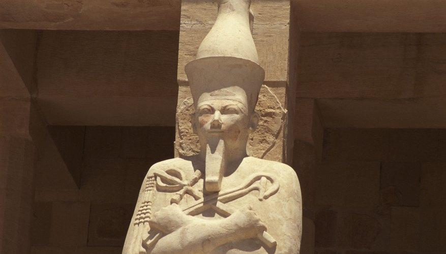 Hatshepsut depicts the god Osiris. Egyptian art often shows pharoahs as divine figures.