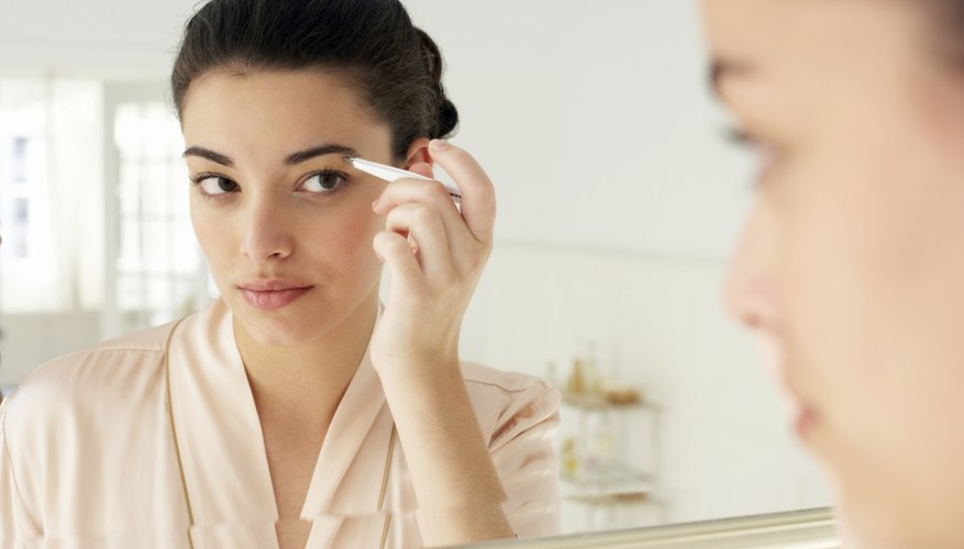 Keep your eyebrow powder in place all day long.