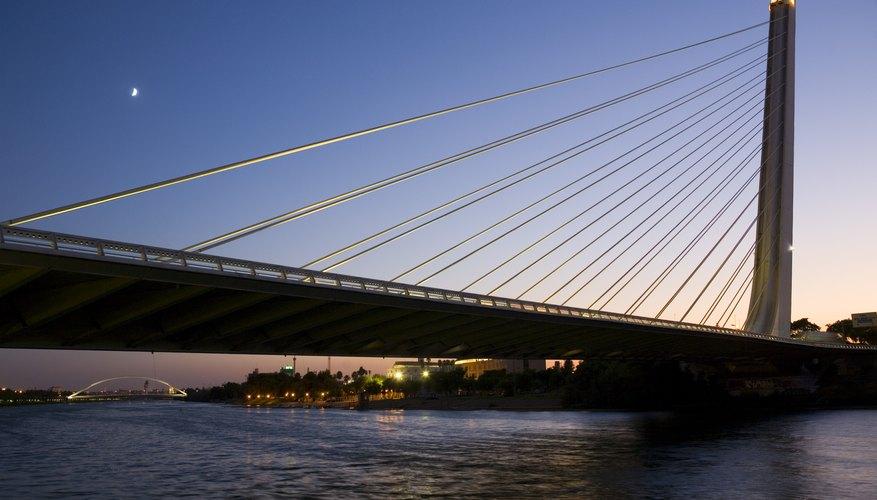 The modern Puente del Alamillo bridge was completed in 1992 after a design by Santiago Calatrava.