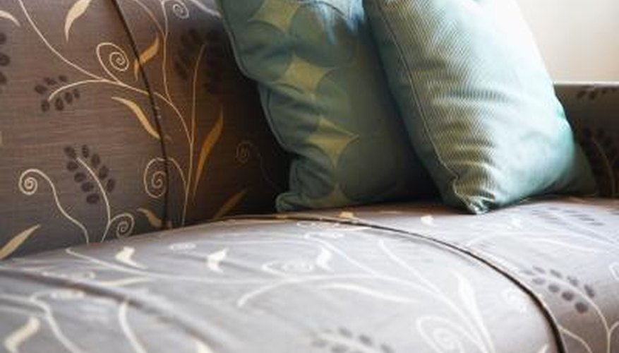 Different sofa upholstery fabrics meet different family needs.