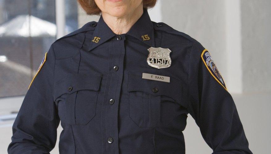El departamento proporciona uniformes a los oficiales.