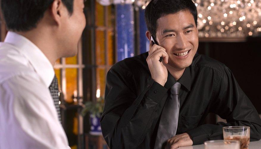 Para una línea telefónica para adultos podrías hacer publicidad en bares y clubes nocturnos.