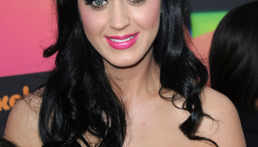 Katy Perry's Bettie bangs draw attention to her eyes.
