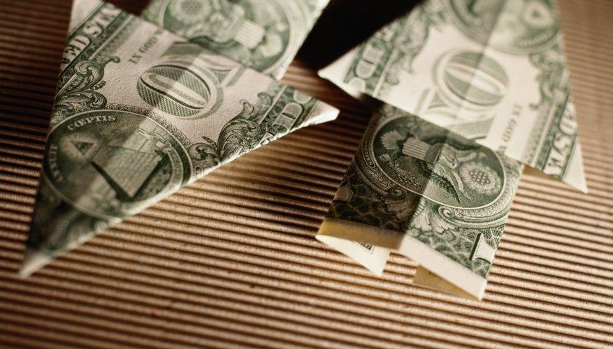 Cuando hay menos dinero en circulación, la escasez del dólar hace que se vuelva más valioso.