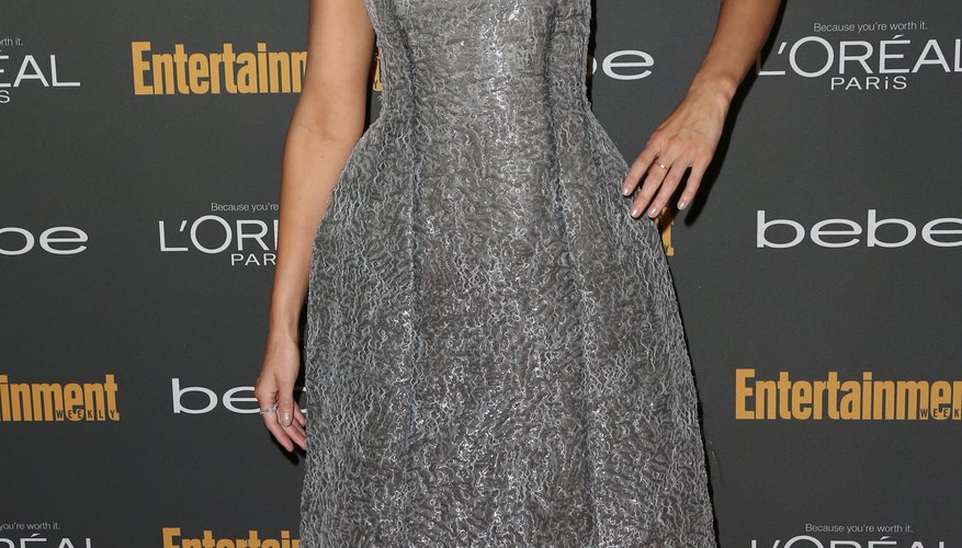 Actress Beth Behrs wears a strapless gray dress with black pumps to the Entertainment Weekly pre-Emmy party in Hollywood in 2013.