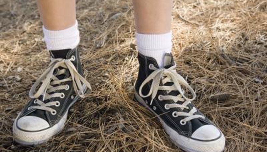 Revive your old Converse sneakers using household materials.