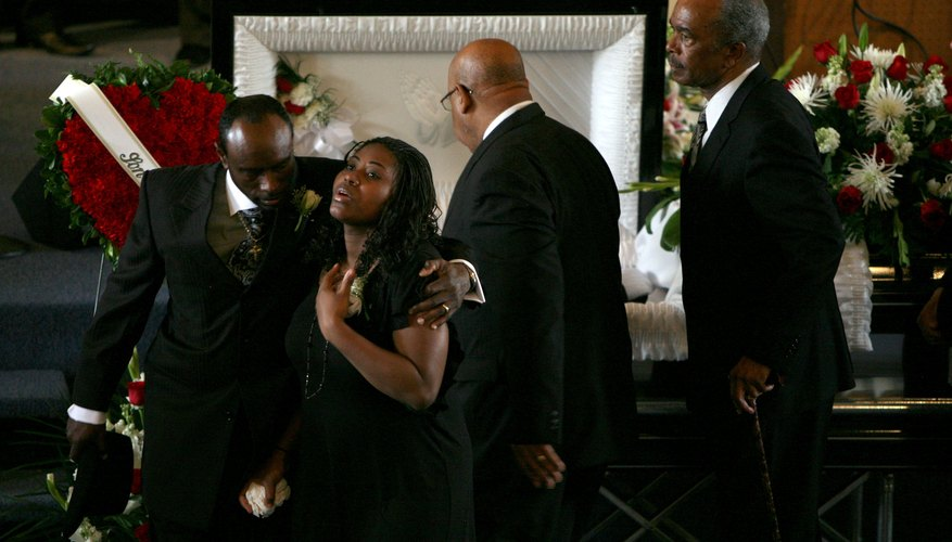 Baptist funeral customs help loved ones through the mourning process.