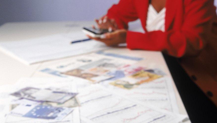 Obras en curso es una cuenta de activo registrada con otros activos en la sección de propiedades, planta y equipo de la hoja de balance.
