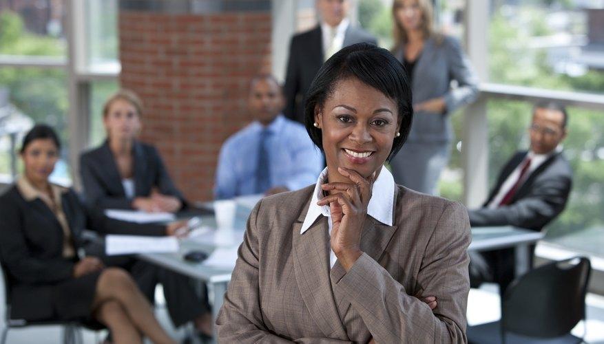 Existen dos clases de liderazgo, una enfocada más en las tareas y otra enfocada más en las relaciones.
