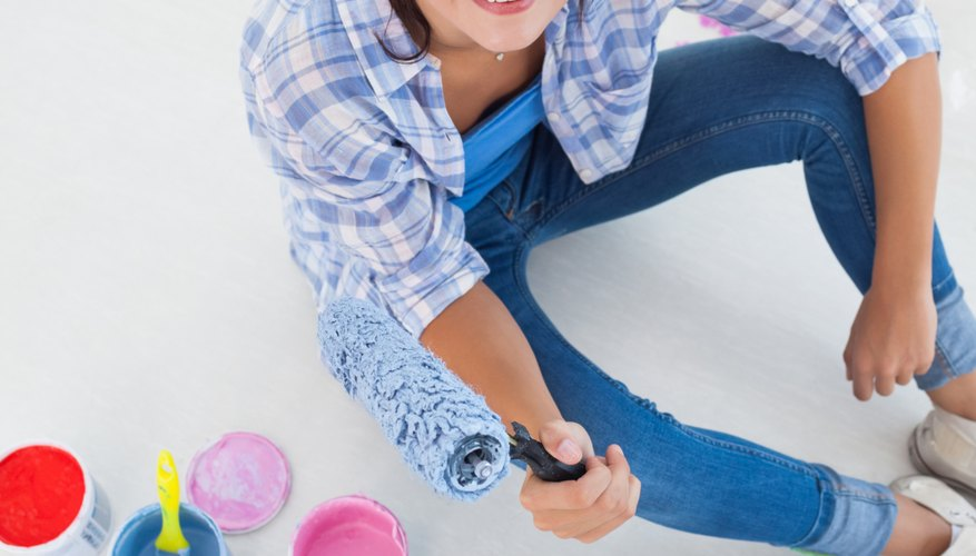 Plastic paint trays make cleanup easy.