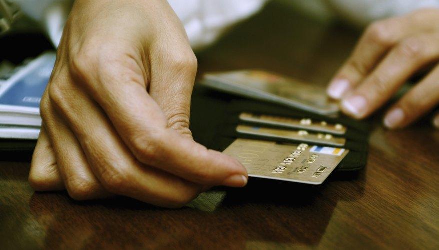 En Argentina, la ley de Tarjetas de Crédito no ahonda en la cuestión del matrimonio y las deudas.